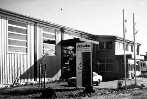 Schuster GmbH im neuen Firmengebäude 1995