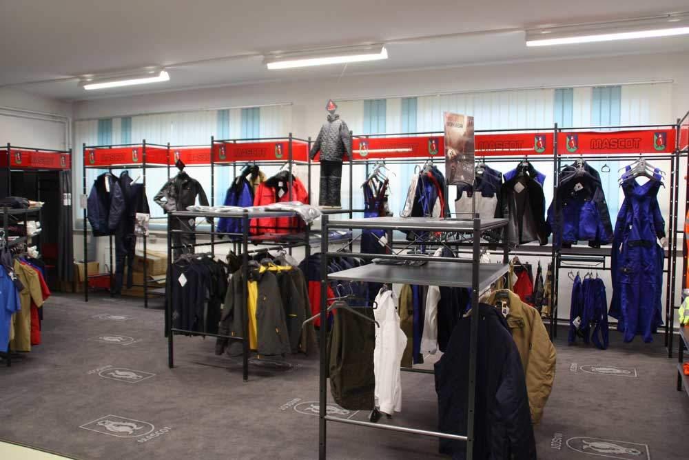 Verkaufsraum Arbeitsschutzbekleidung und Anprobe