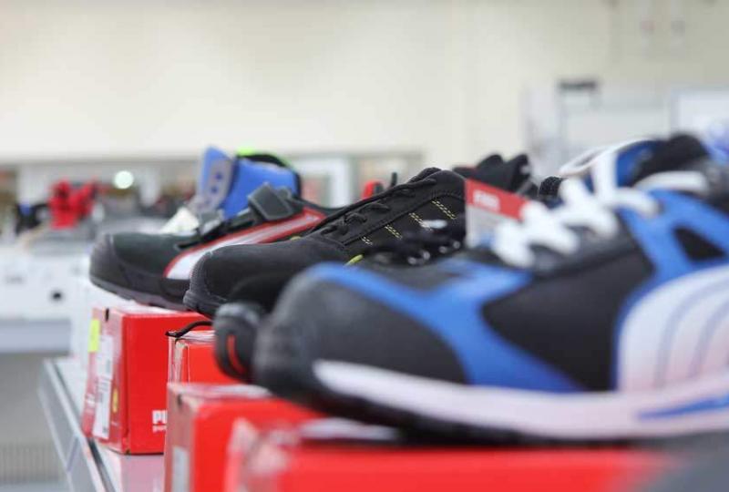 Schuster-Arbeitsschutz-Fachmarkthalle-Schuhe-Puma